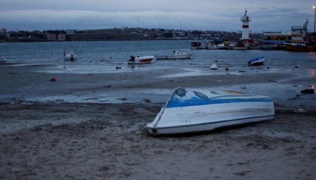 Возле известного курорта в Турции море отступило от берега