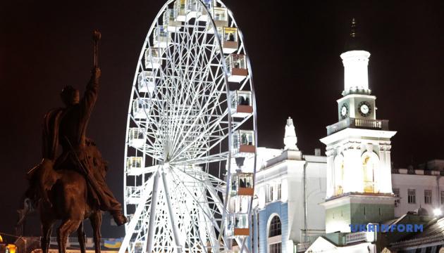 Новорічне містечко на Контрактовій площі показали з висоти пташиного польоту