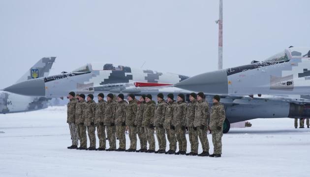 ЗСУ за минулий рік отримали близько 50 літаків та вертольотів