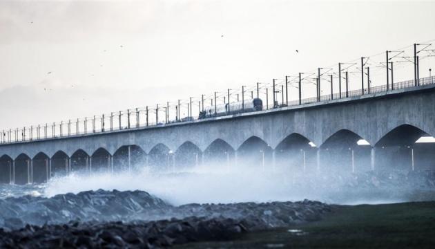 В Дании поезд попал в аварию на мосту, погибли шесть человек