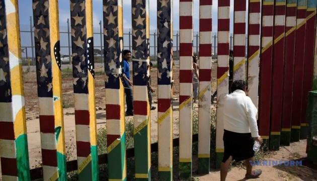 Американські військові залишаться на кордоні з Мексикою до вересня