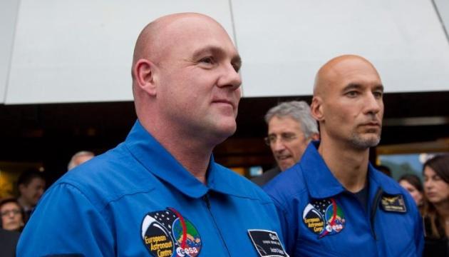 Астронавт рассказал, как с орбиты позвонил в службу 911