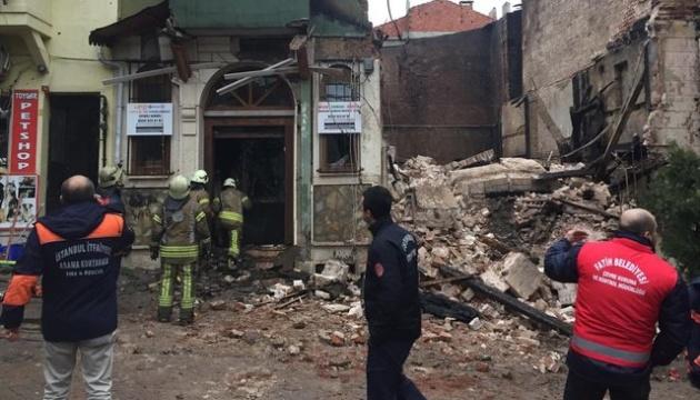 Обрушение здания в Стамбуле: пострадали три человека