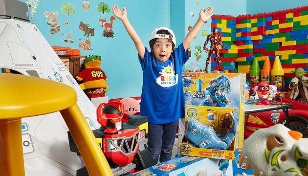 ТОП влогеров от Forbes возглавил 7-летний мальчик, который заработал $22 миллиона