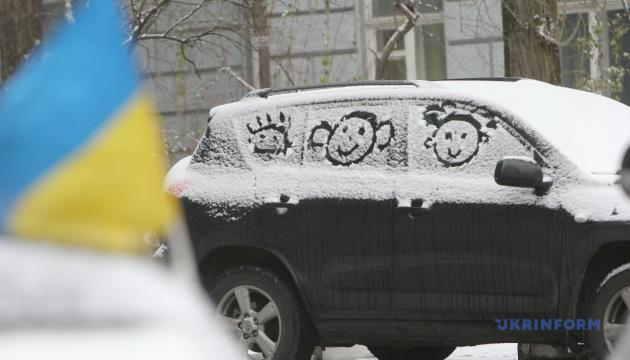 Сніг і дуже слизько: українцям обіцяють холодний і крижаний тиждень