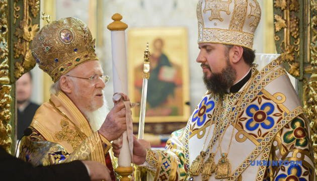 Patriarch Bartholomew hands over tomos to Orthodox Church of Ukraine