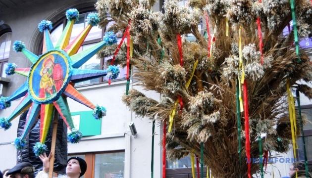 Львов готовится к Рождественским праздникам в условиях карантина - что планируют