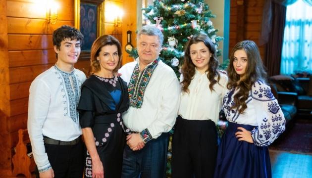 Порошенко поздравил украинцев с Рождеством и рождением независимой церкви