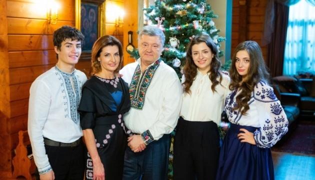 Poroshenko felicita a los ucranianos por la Navidad y el nacimiento de una iglesia independiente
