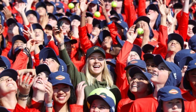 Теннис: Свитолина провела встречу с 360 болбоями Australian Open