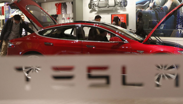 У Гонконзі на парковці загорівся електрокар Tesla - лунали вибухи