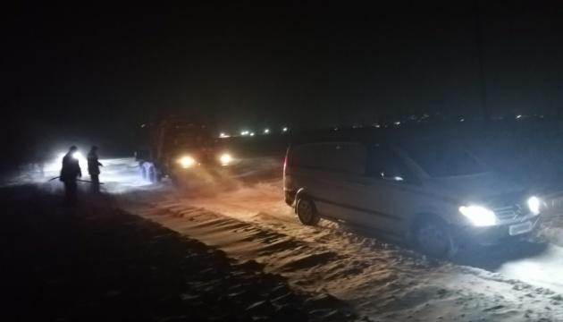 На Николаевщине спасатели освободили из снежной ловушки
