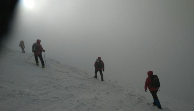 На Закарпатье ищут туриста, который потерялся еще 6 января