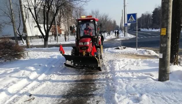 В Киеве сегодня дежурят 65 бригад и 384 единицы снегоуборочной техники