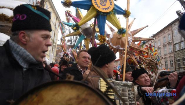 Звездари начали рождественское шествие во Львове