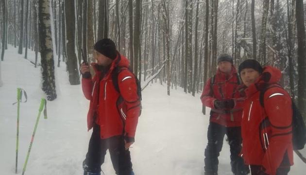 Рятувальники п'яту добу шукають загубленого в Карпатах туриста
