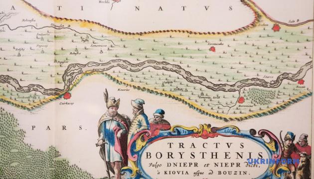 В холле МИД открыли выставку старинных карт Украины