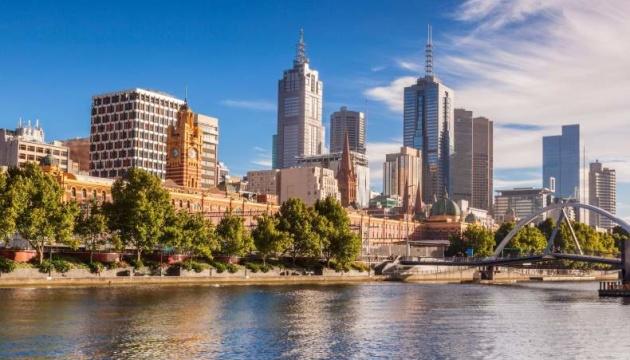 Суд висунув обвинувачення австралійцю за пакети з азбестом у посольствах