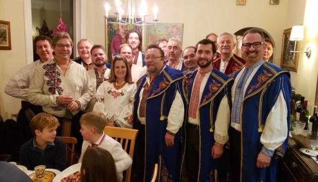 Українські бандуристи колядували у керівника канадського МЗС Христі Фріланд
