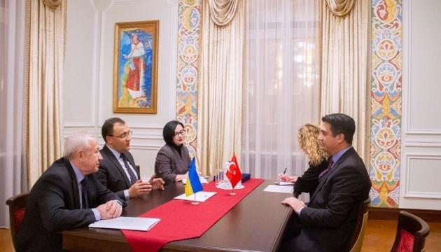 El nuevo embajador de Turquía ha comenzado a ejercitar su misión en Ucrania