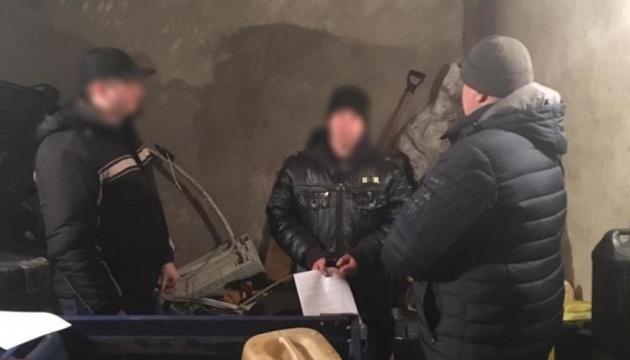 На Миколаївщині затримали правоохоронців, які ночами крали пальне