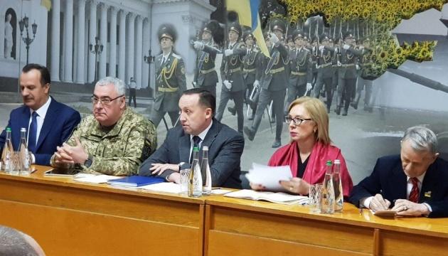 Денісова проводить зустріч з родичами військовополонених моряків