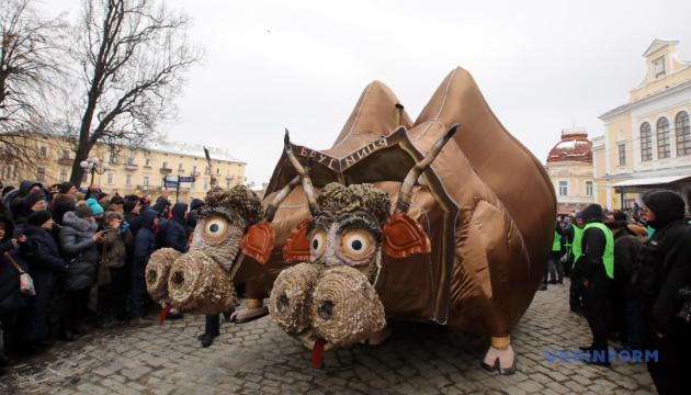 Гигантские фигуры и колоритные забавы: как на Тернопольщине будут праздновать Маланку