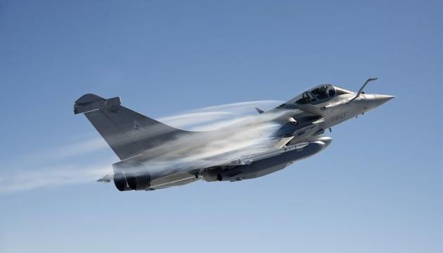 Во Франции продолжаются поиски двух пилотов военного самолета