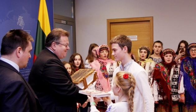 Klimkin and delegation of Ukrainian children present 'Book of Kindness' in Lithuania