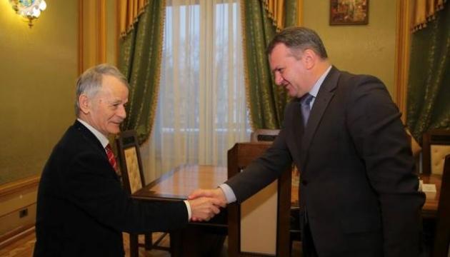 У Львові голова ОДА обговорив із Джемілєвим підтримку переселенців із Криму