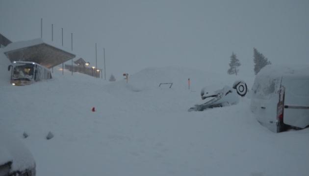 В Швейцарии на отель сошла снежная лавина, есть пострадавшие