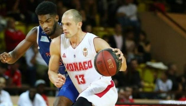 Баскетбол: украинец Гладырь продлил контракт с