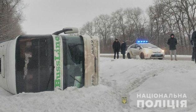 На Чернігівщині перекинувся автобус «Київ-Москва»: є постраждала