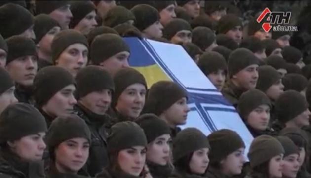 В Харькове курсанты устроили флешмоб в поддержку украинских моряков