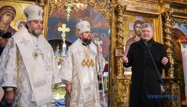 Порошенко: За вуха в нову церкву ніхто тягнути не буде - ні влада, ні священики