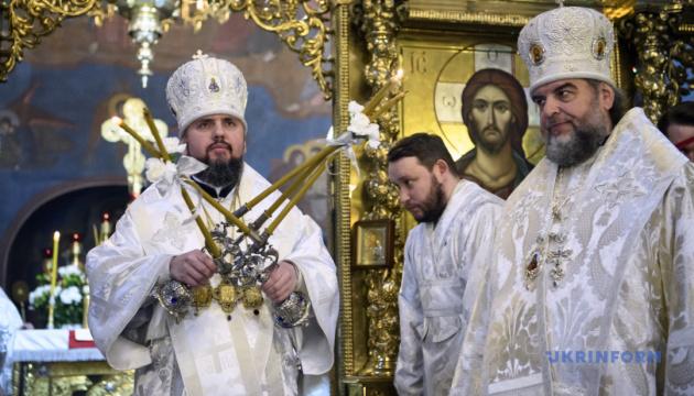 Більшість православних українців назвали себе вірянами ПЦУ