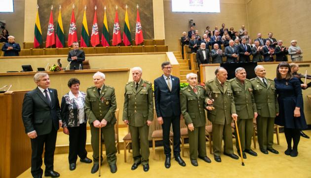 В Литве Премию свободы вручили семерым партизанам