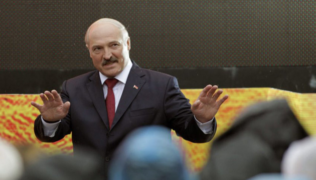 Lukashenko felicita a Zelensky por su victoria electoral