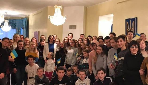 В українському диппредставництві в Естонії побувала група дітей з України