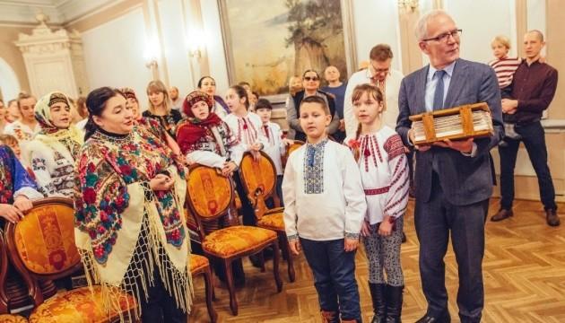 Українські діти передали