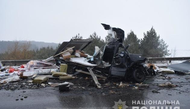 Потрійна ДТП на Вінниччині: один загиблий, троє в лікарні