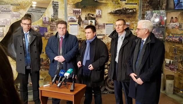 Conferencia de prensa de los ministros de Exteriores de Estonia, Letonia, Lituania, Polonia y Ucrania (Vídeo)