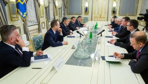 Präsident Poroschenko bedankt sich bei Außenministern Estlands, Litauens und Polens und für Unterstützung der Ukraine