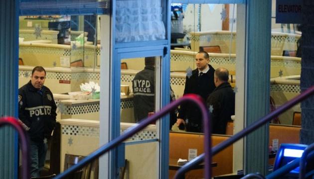 У Нью-Йорку чоловік із молотком увірвався в ресторан, загинув шеф-кухар