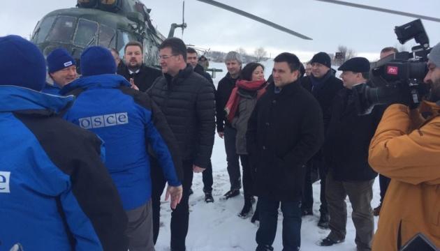 """Klimkin und Lajcak besuchen Kontrollposten """"Stanyzja Luhanska"""" - Fotos"""