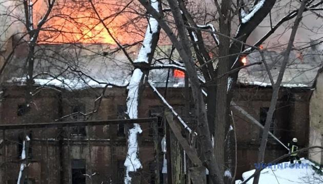 キーウ市フレシチャーティク通りの建物で火災発生
