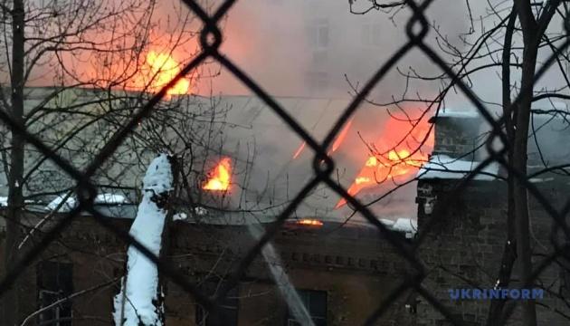 Пожежу біля готелю