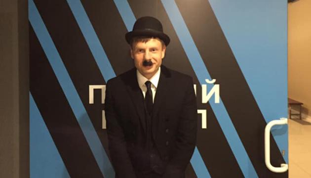 Гончаренко сдержал обещание и пришел на эфир в костюме Чарли Чаплина