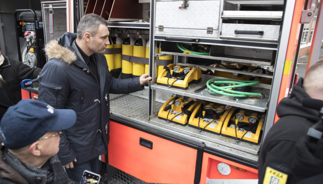 Кличко передав рятувальникам шість німецьких пожежних спецавтомобілів