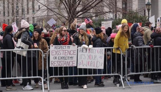У Нью-Йорку тисячі людей взяли участь у маршах за права жінок